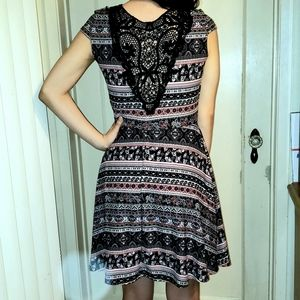 No Boundaries Lace Back Paisley Dress M
